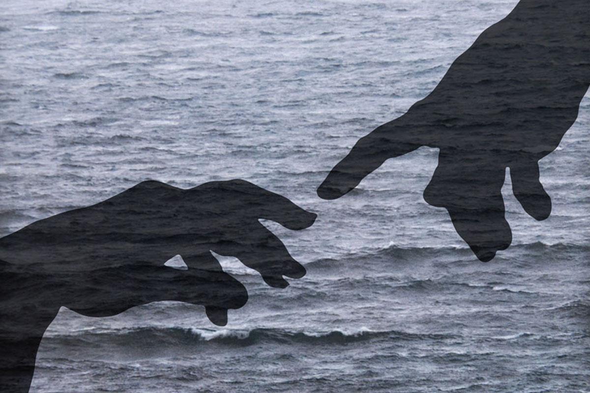 Luca Serasini, Gli invisibili-touch, stampa su carta su plexiglass, 24x18 cm, 2017. Foto Luca Serasini